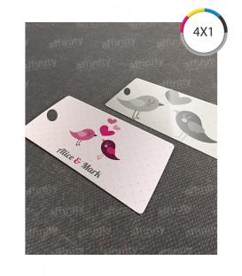 Tags | Cantos Arredondados (1 Furo) | Couché 300g | Verniz UV Total Frente | 1.000 un. | 4,8x8,8 cm